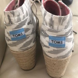 Shoes - Brand new toms